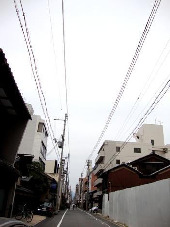 新町通りの電線